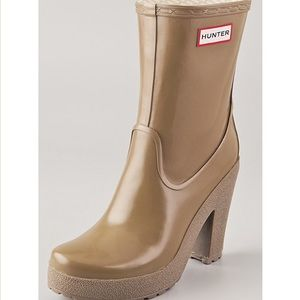 Hunter Arnie heeled boots in cafe nude sz 9